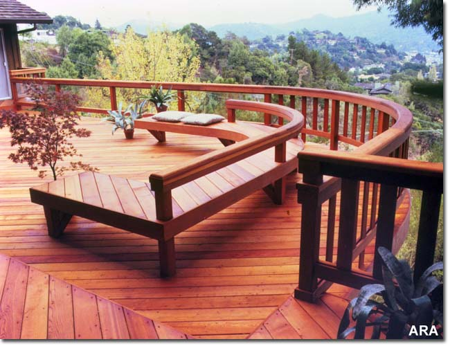 Deck with nice details - bench and curved deck railing