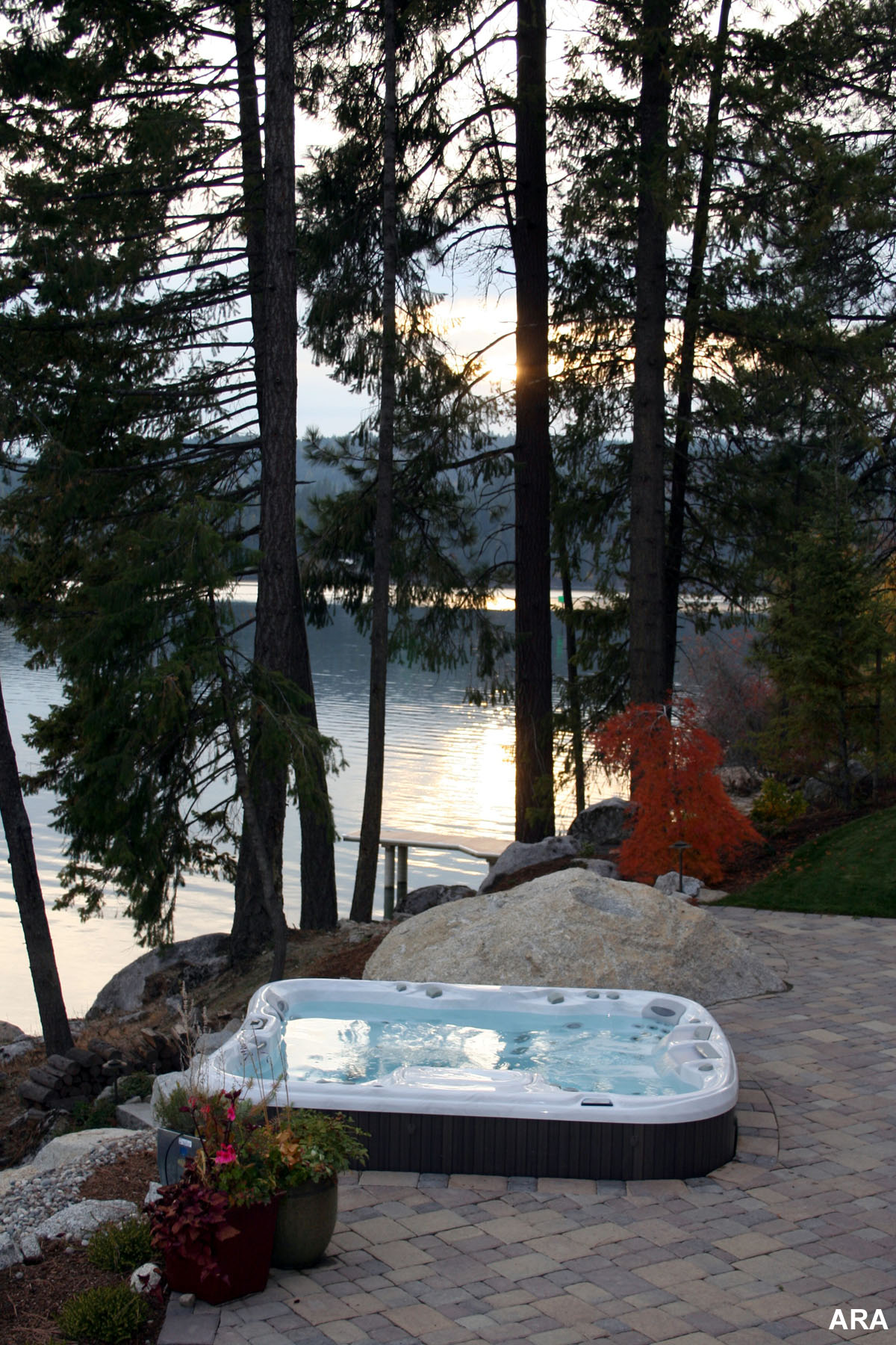Backyard Jacuzzi Landscaping : Backyard Landscaping Changes ?Blah? to ?Aha? With Hot Tubs